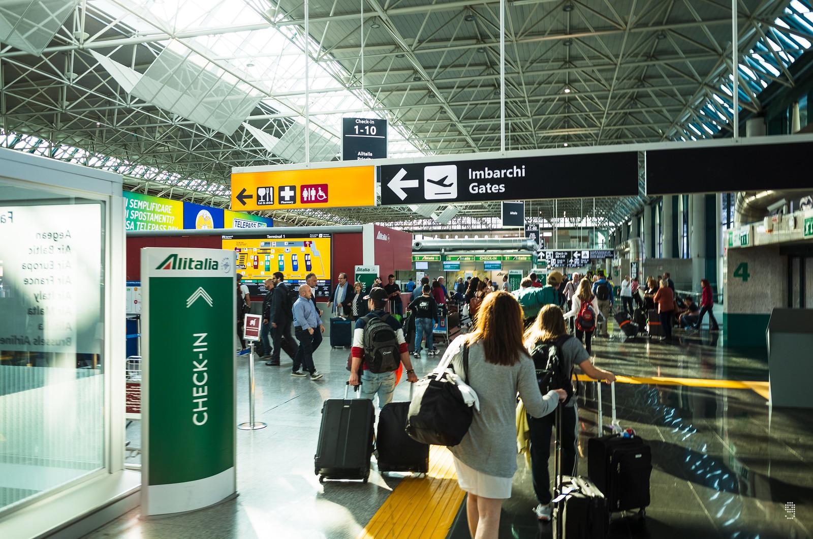 一號客運樓為意大利航空服務樞紐,廉航櫃枱亦設立於此