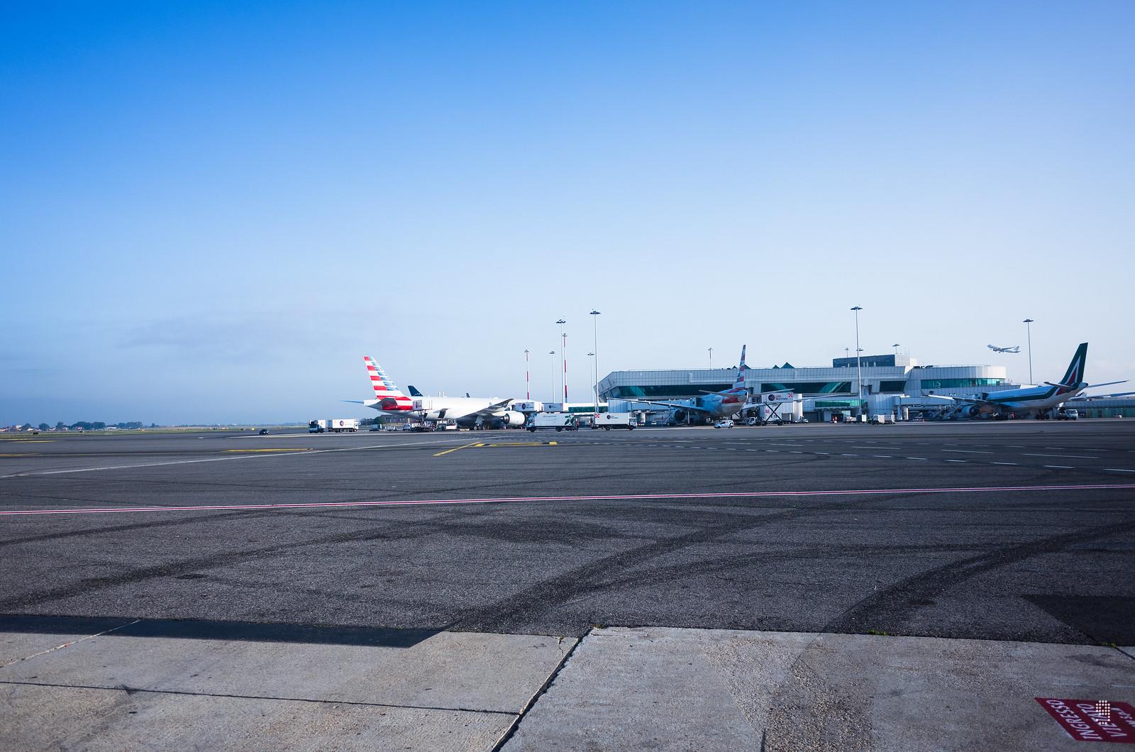 航班早上準時抵達羅馬達文西國際機場