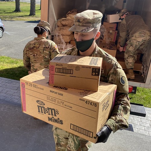 229th BEB Soldiers delivery supplies to food pantry in Fredericksburg