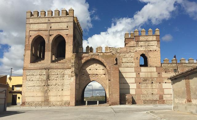 Puerta de Cantalapiedra en Madrigal de las Altas Torres (Ávila)