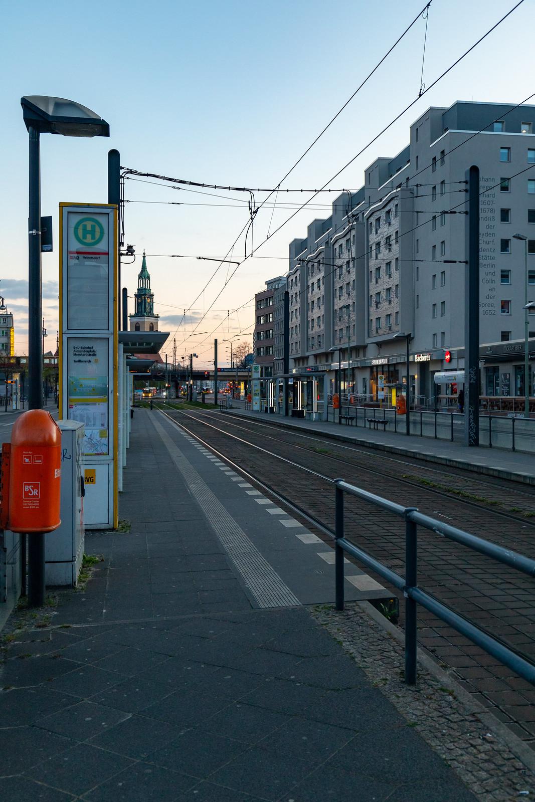 Straßenbahn-Haltestelle in der Karl-Liebknecht-Straße