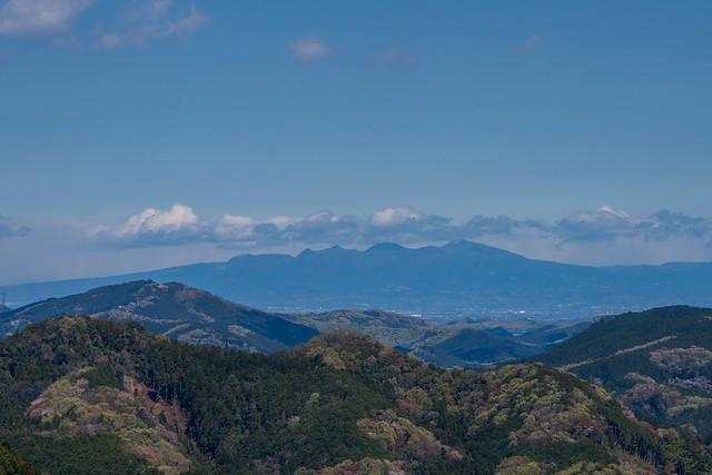 弓立山・大高取山と背後に赤城山@スカリ山