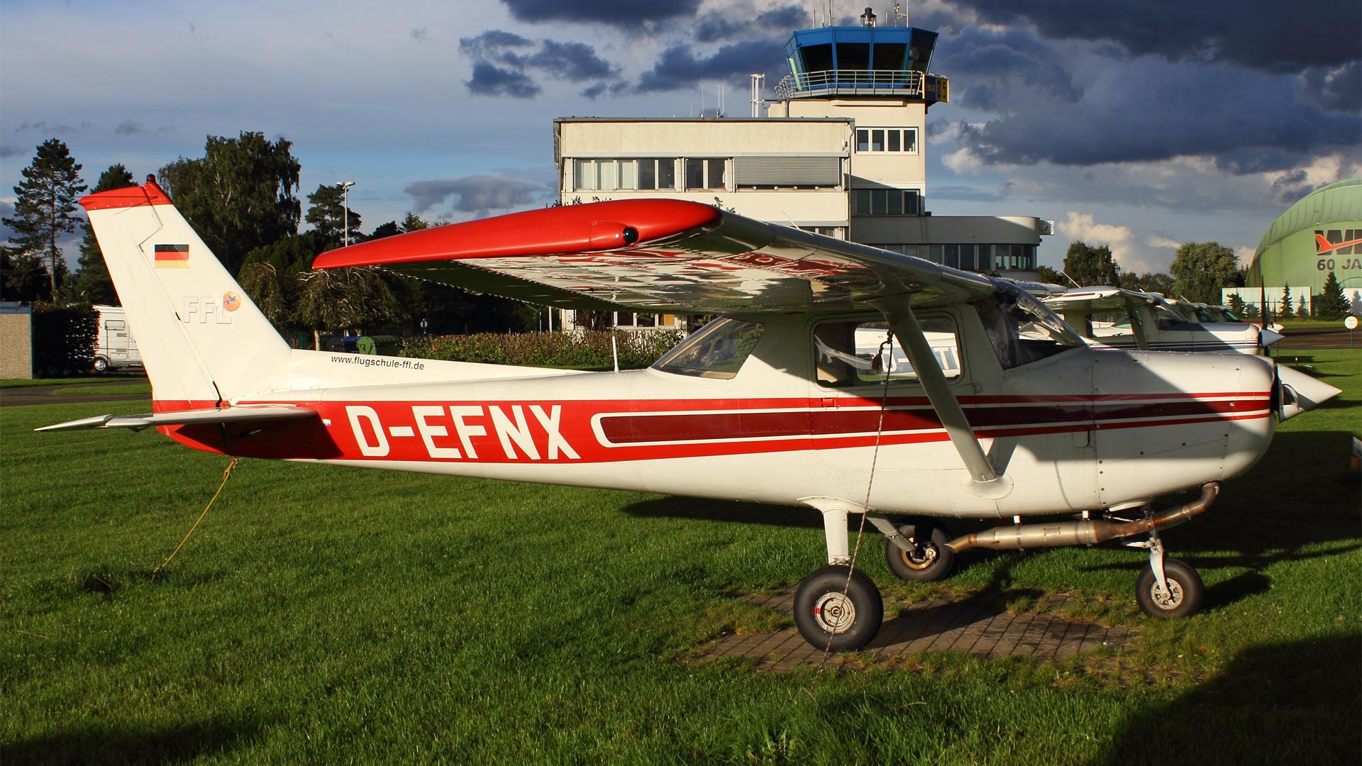 D-EFNX-1 C152 ESS 201509