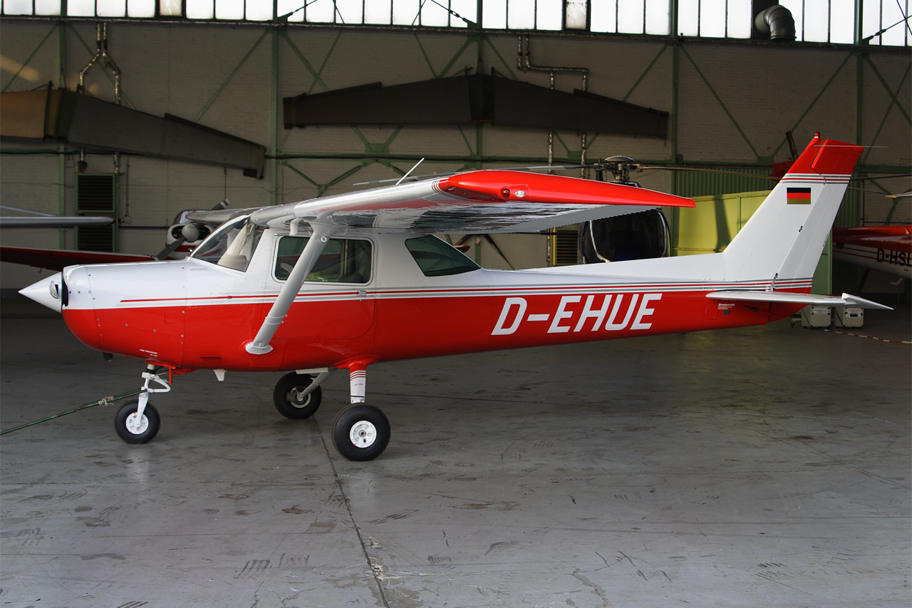 D-EHUE-1 C152 ESS 200703