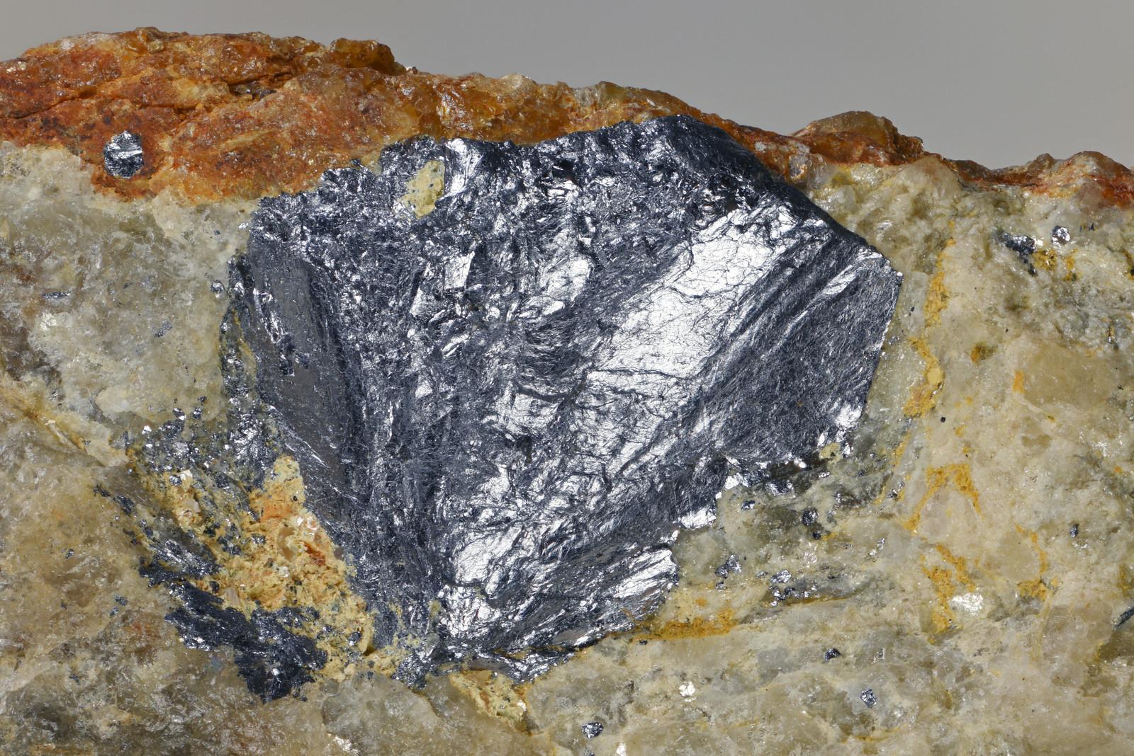 輝水鉛鉱 / Molybdenite