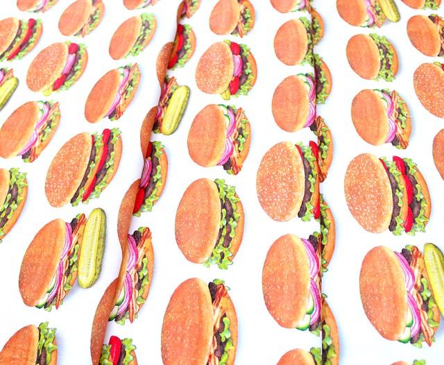 Robert Kaufman Chow Time AMKD-19782-202 Burgers Americana