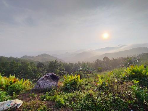 indonesia westjava sunrise mountain nature colorful mobilephone oppo zudzowne patrickbeintema