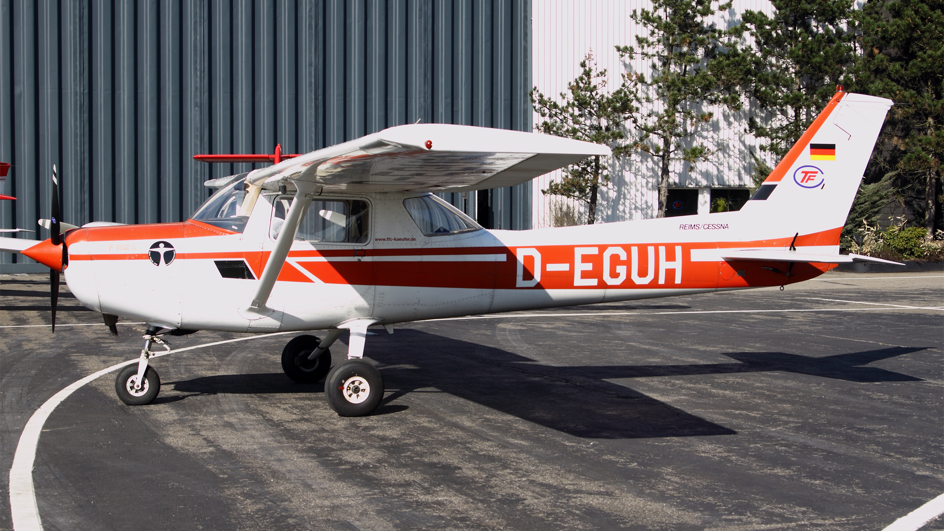 D-EGUH-1 C152 ESS 201003