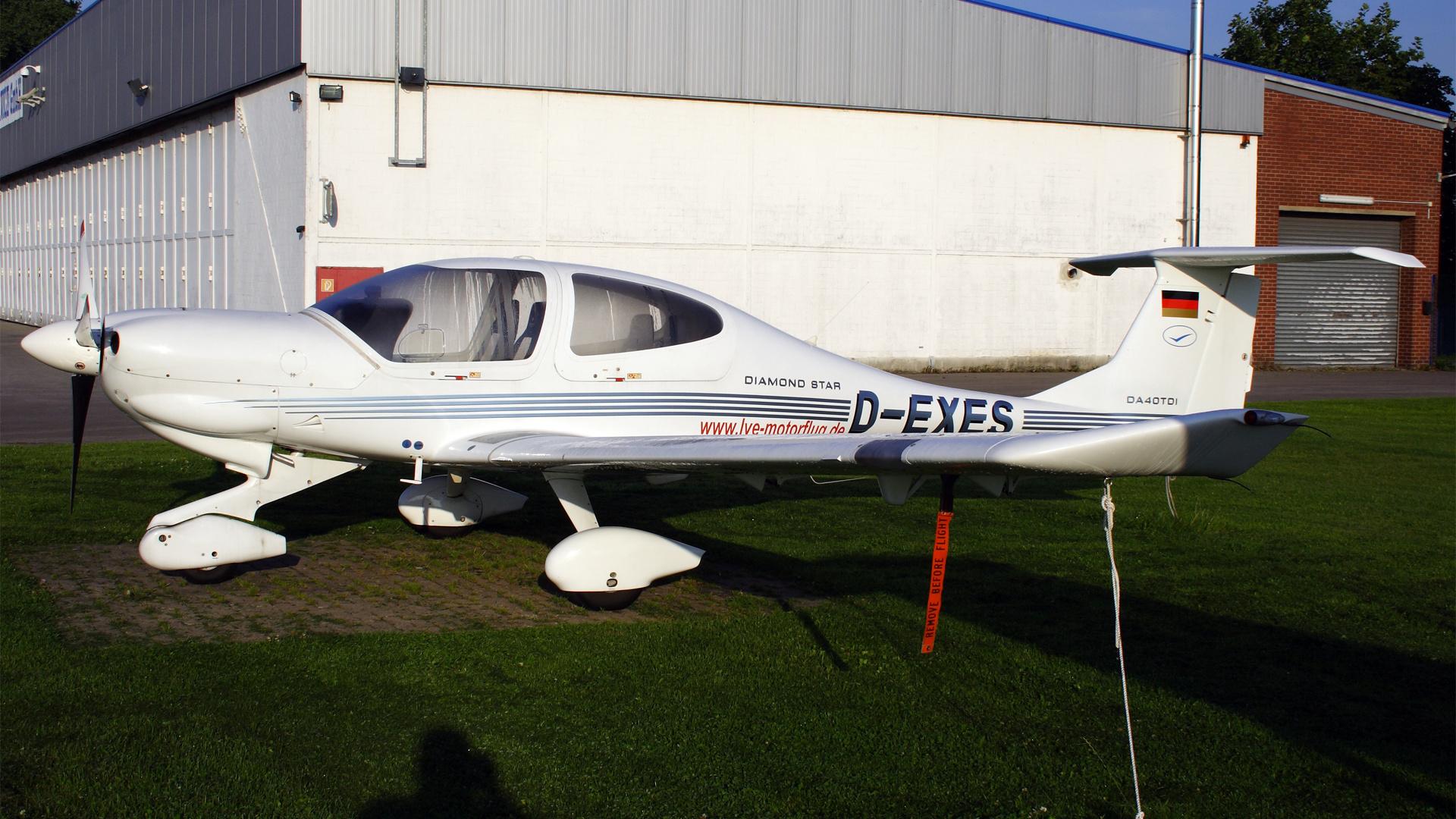 D-EXES-1 DA40  ESS 200808