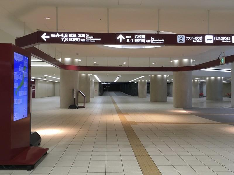 非常事態宣言下の金沢駅