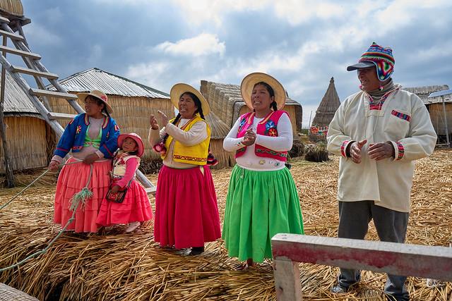 Visiting the Urus - Titicacasee, Peru