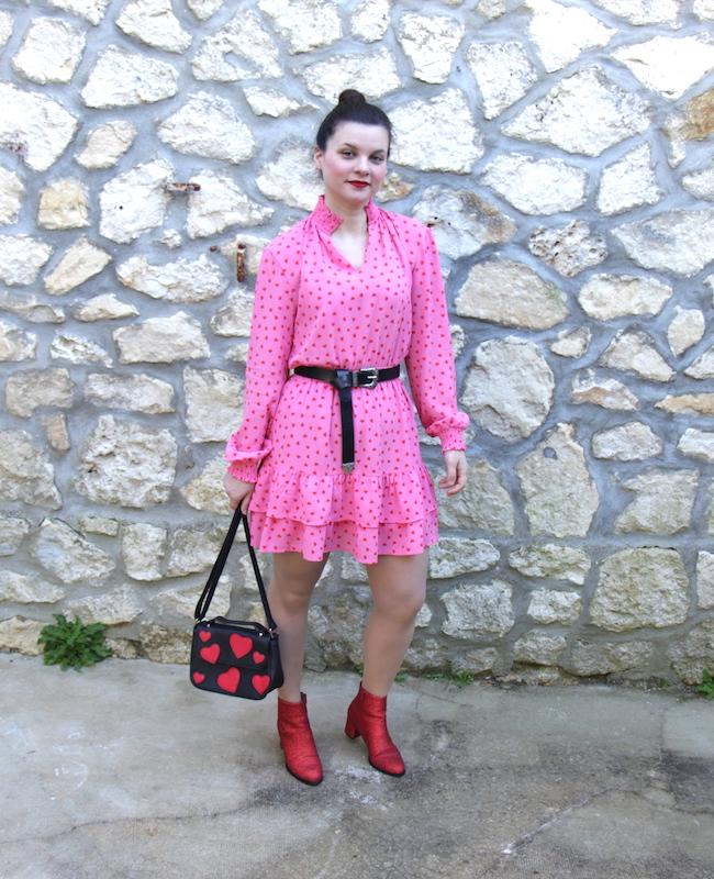 comment-porte-look-robe-rose-a-coeurs-rouges-bottines-paillettes-blog-mode-la-rochelle-2