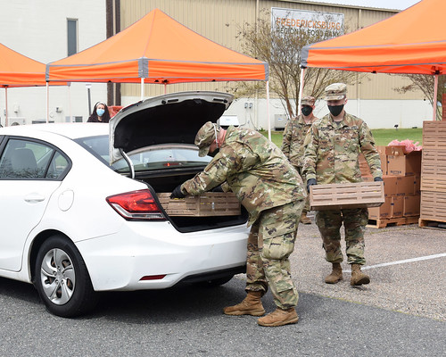 229th BEB Soldiers help distribute meals at Fredericksburg Regional Food Bank