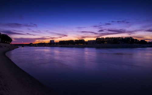 canon canoneos7d river arles rhoneriver france city camargue bouchesdurhône landscape cityscape provence docks stackedimages summer sunset tokina water bluehour