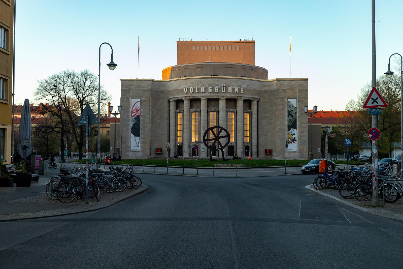 Die Volksbühne am Rosa-Luxemburg-Platz