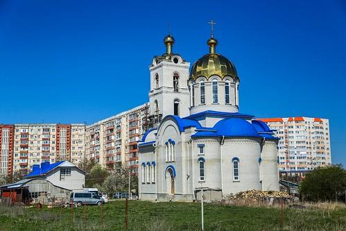 24 апреля 2020, В пятницу Светлой седмицы митрополит Кирилл совершил Литургию в храме блаженной Ксении Петербургской