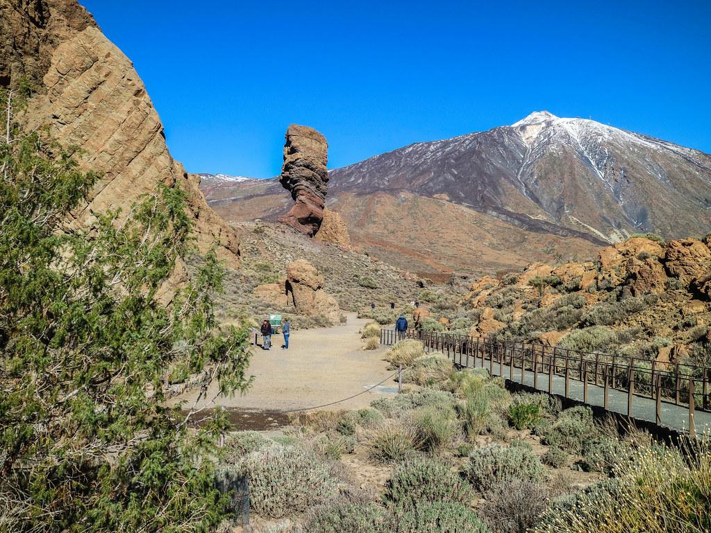 Mirador de los Roques de Garcia es una de las paradas de El Teide en transporte publico