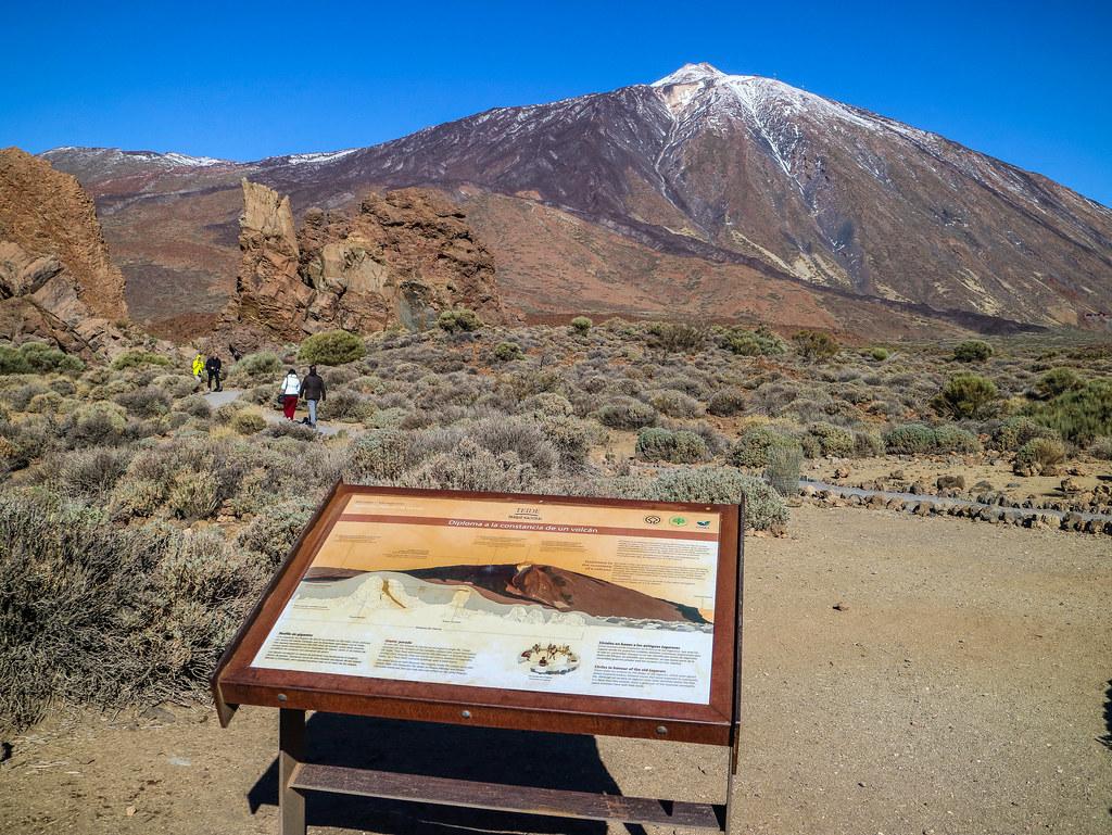 El Teide en febrero con algo de nieve desde los Roques de García
