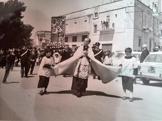 Il 'passa passa' celebrato da Don Donato Totire (1969) - Foto Leo Dell'Aera