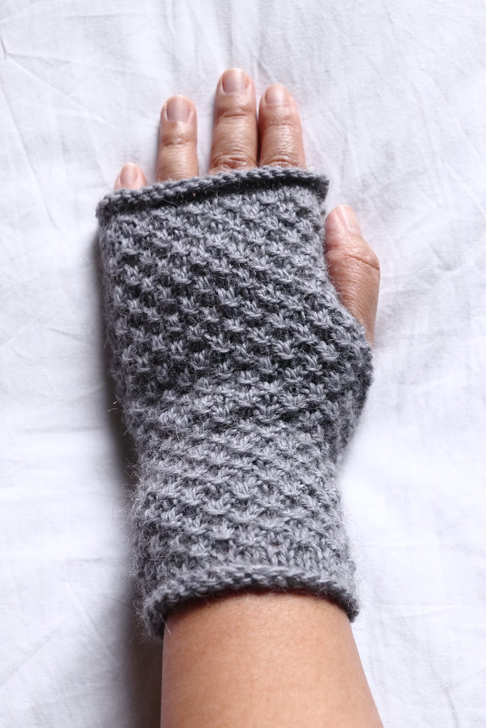 Lacy mitts