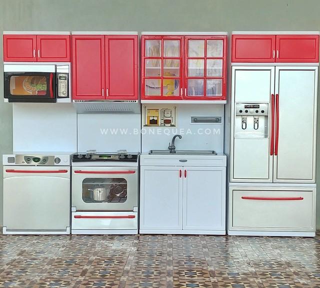 Cómo personalizar una cocina de Barbie