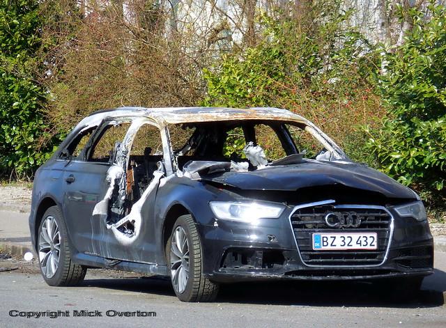2014 AUDI A6 AVANT 2.0 TDI BZ32432 shows how aluminum melts in car fires