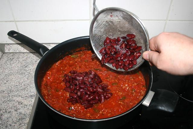 14 - Bohnen einrühren / Stir in beans