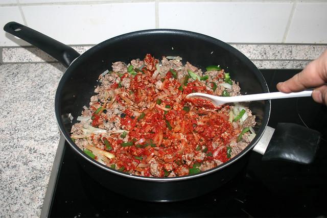 08 - Tomatenmark anrösten / Roast tomato puree