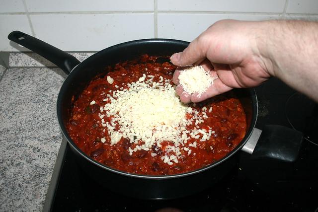 16 - Mozzarella & Parmesan einrühren / Add mozzarella & parmesan