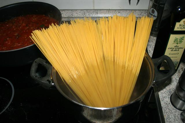 12 - Spaghetti kochen / Cook spaghetti