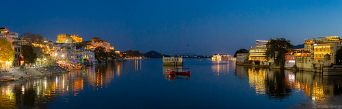 adobe lightroom lightroomcc canon canon6d eo dsrl reflex inde india rajasthan udaipur city ville asie asia travel voyage evening soir sunset panorama sightseeing sight vue lac lake water reflection reflexion raja maharaja palaces palais hotels rives berges soirée nuit night nocturne denuit nighty
