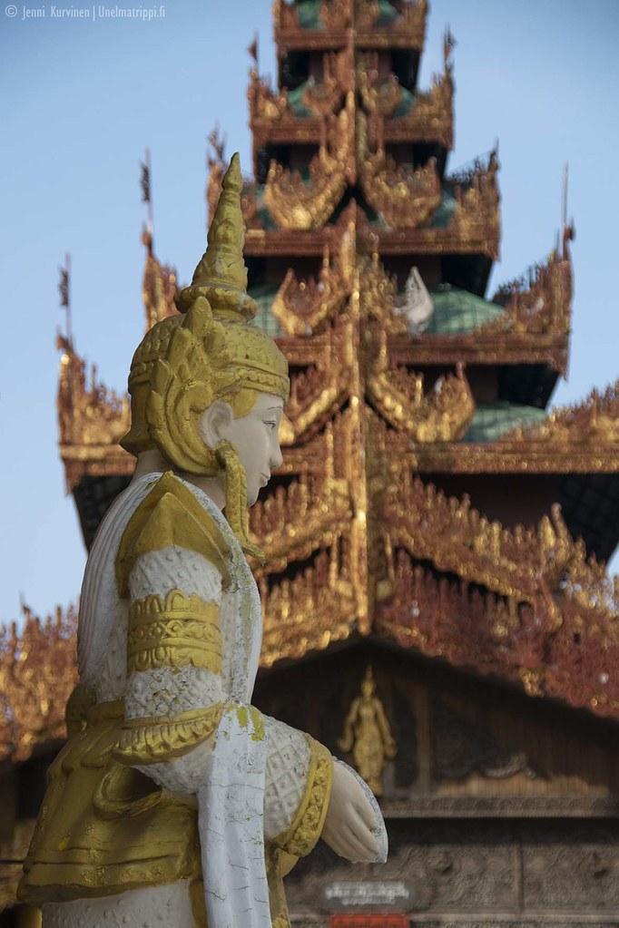 Patsas ja koristeluja Shwedagonin pagodilla Yangonissa