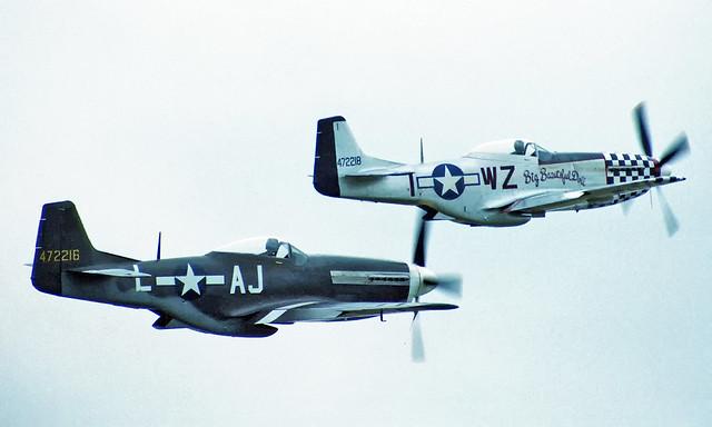 Duxford - Mustang duo