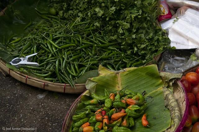Vihreitä kasviksia markkinoilla