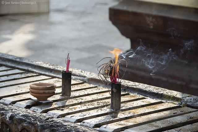 Palava suitsuke Shwedagonin pagodilla
