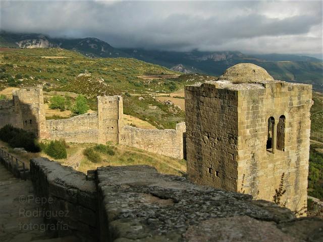 Castillo de Loarre , desde sus murallas se divisa la Hoya de Huesca, magnífico paisaje para contemplar. Aunque aparezca la fecha reciente, en realidad la tomé en septiembre del 2010, un bello viaje desde Cádiz pasando por Cuenca, Riglos, Ainsa, valle de P