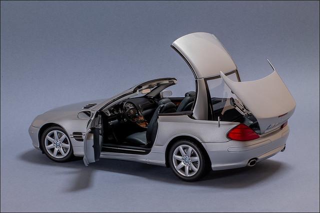 Minichamps Mercedes-Benz SL500 R230