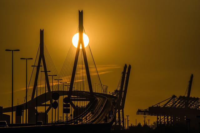 3 Sonnenuntergang Köhlbrandbrücke  MABA0093