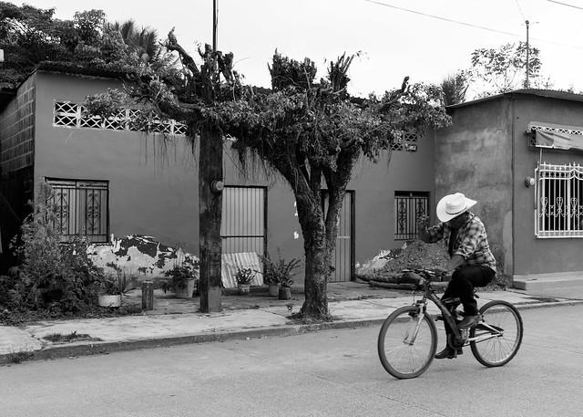 Sombrero y bicicleta