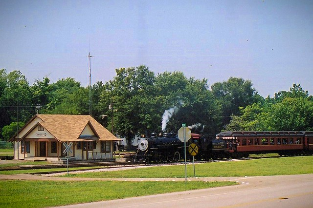 TSRR 400 Passing the Maydelle, Texas Depot