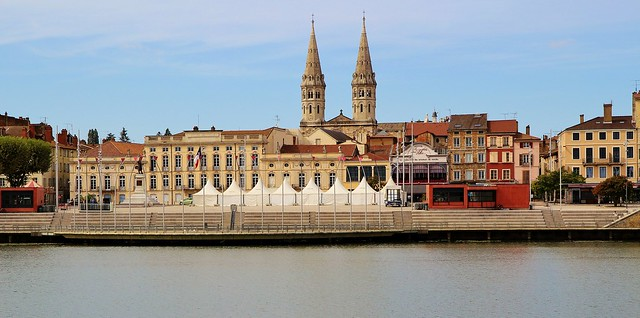 Mâcon, Esplanade Lamartine, Hotel de ville & les Clochers de l'église saint-Pierre