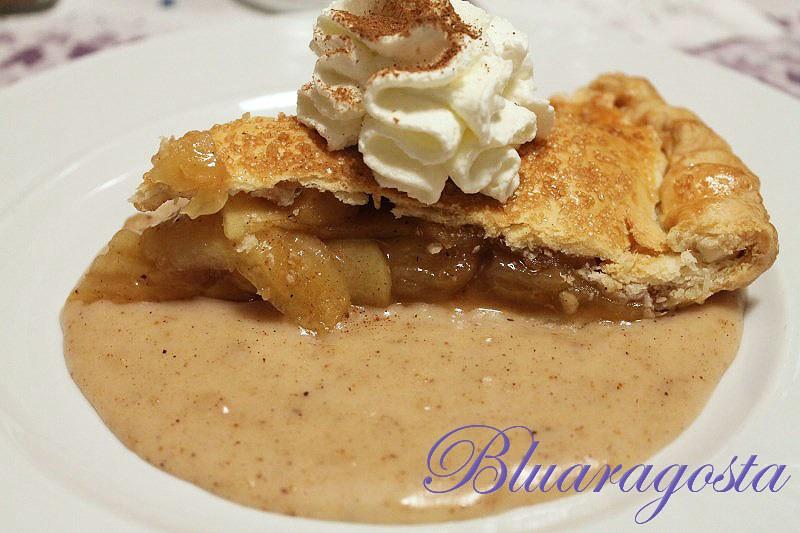 07-apple pie con salsa di mele panna e cannella