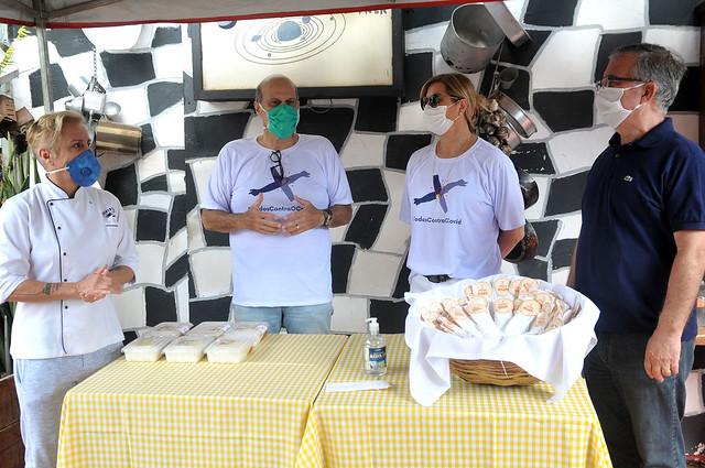 Entrega de Kits com Álcool gel e Máscaras para 100 Motoboys com Mara Alcamim