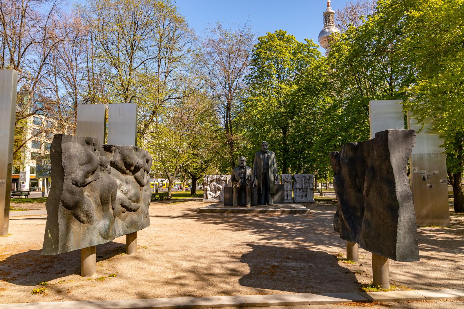 Das Marx-Engels-Denkmal