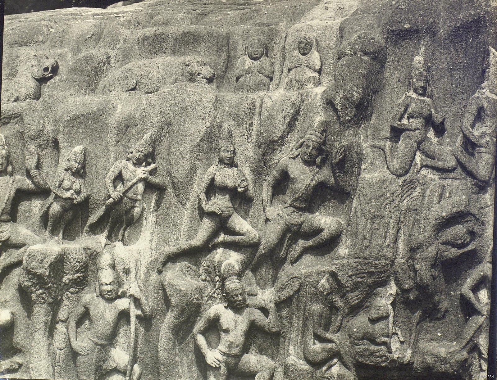 Мамаллапур (деталь рельефа «Летящие гандхарва и апсара») (9)