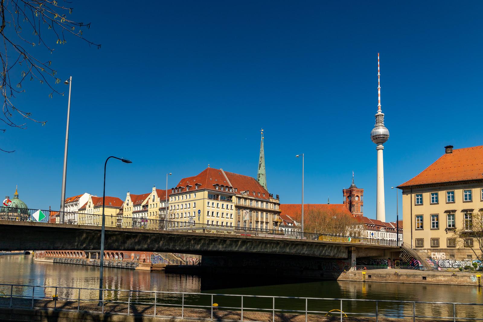 Die Mühlendammbrücke