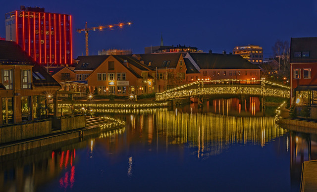 Night at the harbor
