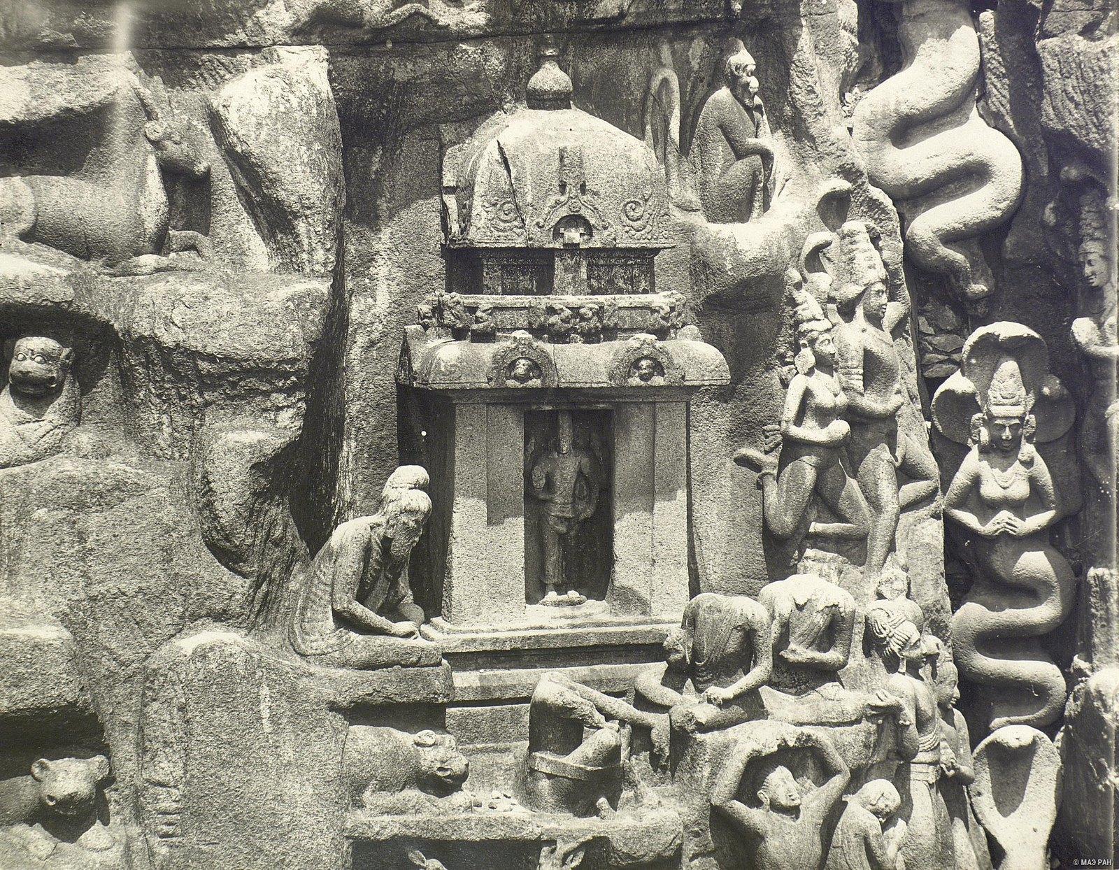 Мамаллапур (деталь рельефа «Летящие гандхарва и апсара») (5)