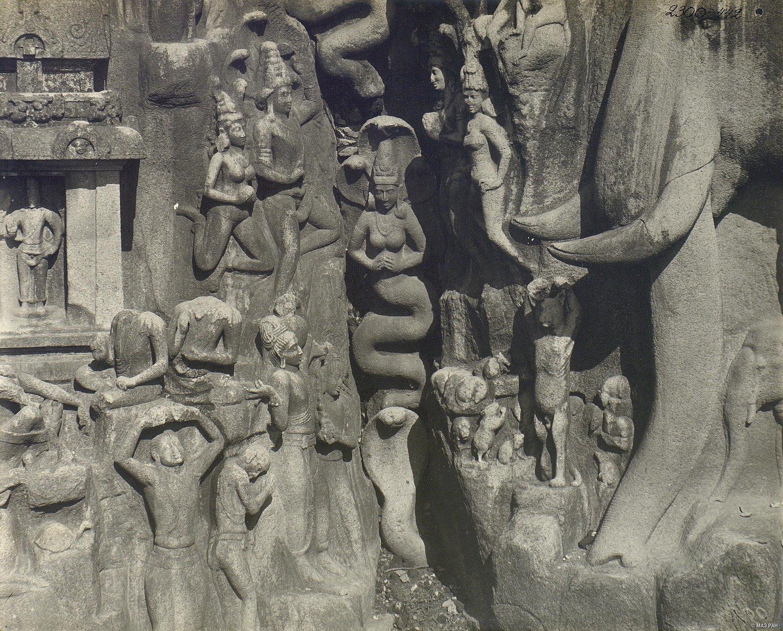 Мамаллапур (деталь рельефа «Летящие гандхарва и апсара») (2)