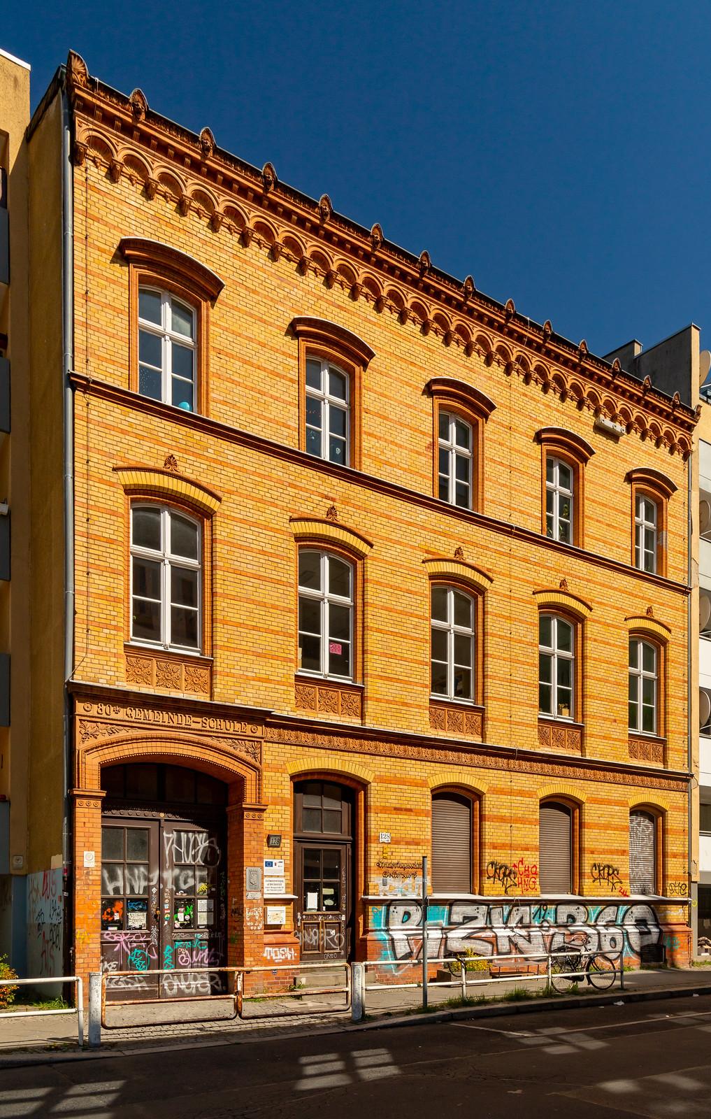Die ehemalige 80. Gemeindeschule in der Wrangelstraße